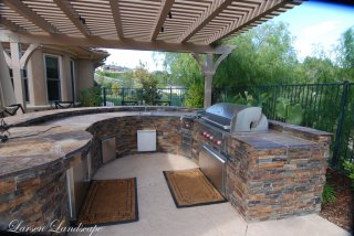 Outdoor Kitchen with Patio Cover